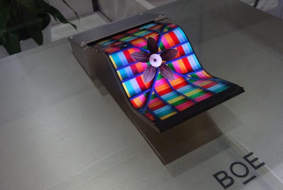 Apple testează ecranele flexibile semnate BOE