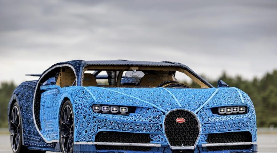 Mașina Bugatti Chiron realizată din Lego-uri ajunge mâine în România, îți spunem unde o poți testa