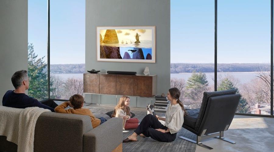 Transformă-ți televizorul în tablou cu Samsung The Frame și artiștii de pe Etsy