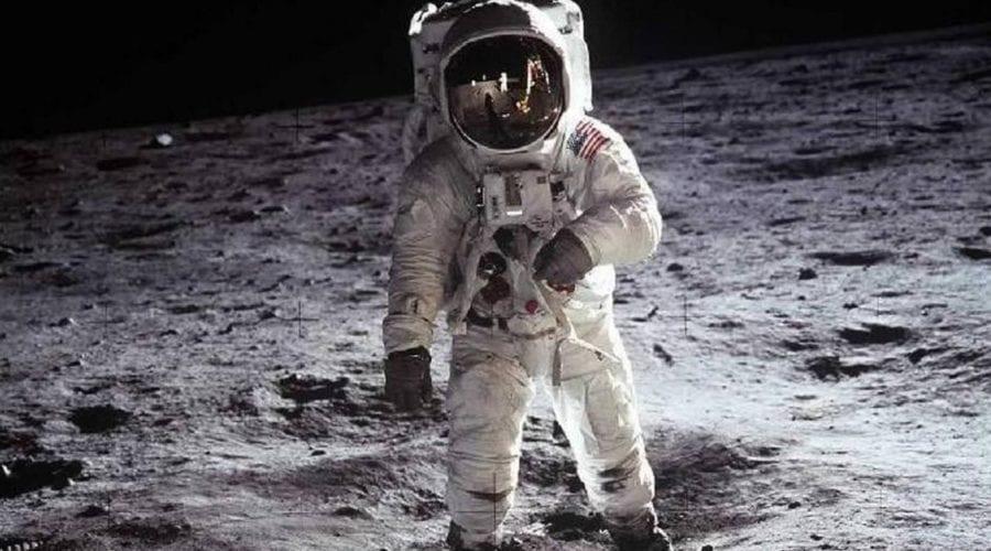 Poveste inedită: Un astronaut și-a dat seama că e alergic la praful selenar chiar pe Lună