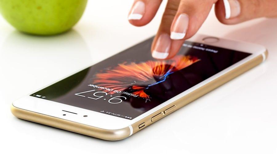 """Apple trebuie să plătească scump pentru scandalul cu iPhone-urile """"încetinite"""". Suma pe care compania americană o datorează clienților"""