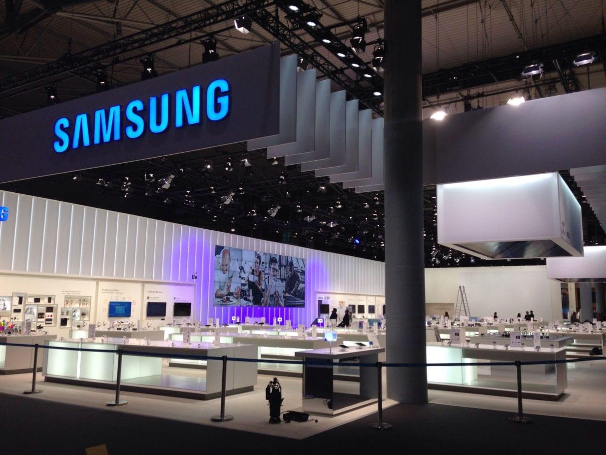 FOTO Cele mai noi concepte Samsung: telefonul care se împăturește și tableta OLED rulabilă