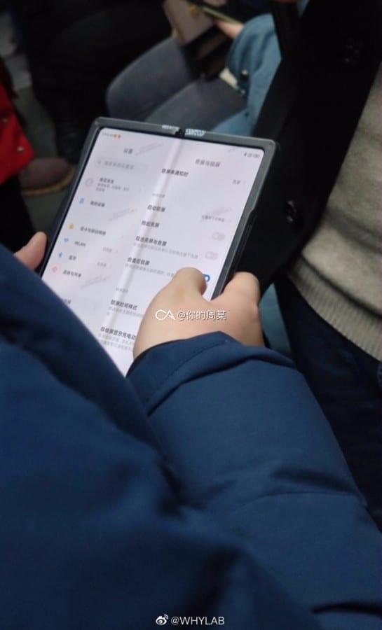 Imagini cu un presupus smarpthone pliabil Xiaomi au aparut pe internet