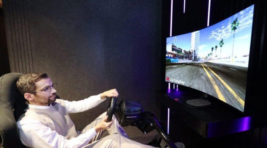 """LG a anunțat un display pentru gaming care se """"curbează"""" la nevoie"""
