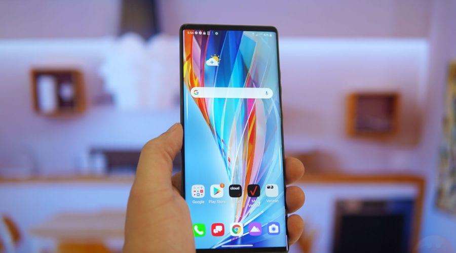 LG vinde divizia de smartphone-uri. Cine este potențialul cumpărător