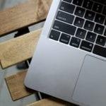 Apple schimbă tehnologia din spatele display-urilor MacBook Pro