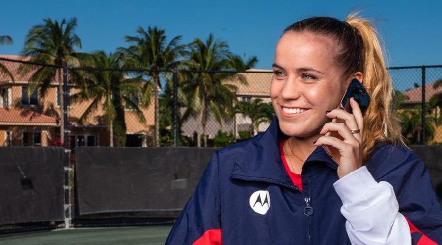 Motorola încheie un parteneriat cu Sofia Kenin. Jucătoarea numărul 5 în Clasamentul WTA va folosi Motorola razr 5G