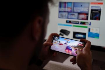 REVIEW ASUS ROG Phone 5: Smartphone-ul perfect pentru gaming