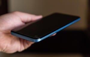 """REVIEW Realme 8 5G: Se luptă pentru titlul de """"cel mai ieftin smartphone cu conectivitate 5G"""""""