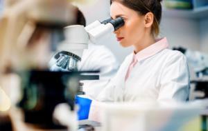 COVID-19: Oracle și Oxford se aliază în lupta împotriva noilor tulpini ale SARS-CoV-2