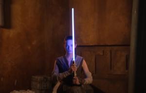 Disney va comercializa o sabie laser retractabilă, exact ca cele din Star Wars. Cum arată