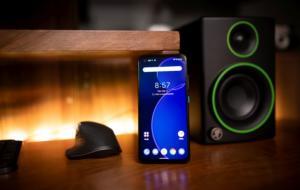 REVIEW Asus Zenfone 8: compact și puternic