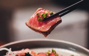Curând vei putea mânca ton realizat din plante. Finless Foods promite că va lansa ton plant-based în 2022