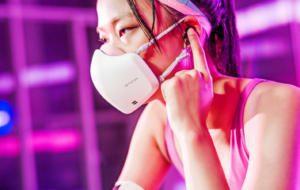 LG lansează următoarea versiune a măștii high-tech, cu difuzoare și microfon