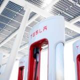 Tesla va permite în curând altor mașini electrice să folosească încărcătoarele sale
