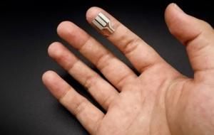 Acest dispozitiv portabil ar putea rula pentru totdeauna, deoarece este alimentat de transpirația umană
