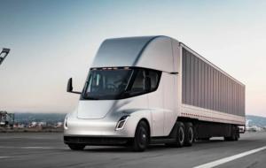 Tesla amână (iar) lansarea camionetei sale electrice, Semi