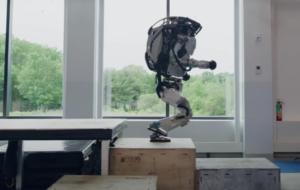 Roboții care fac parkour și se dau peste cap îți vor da fiori pe șira spinării